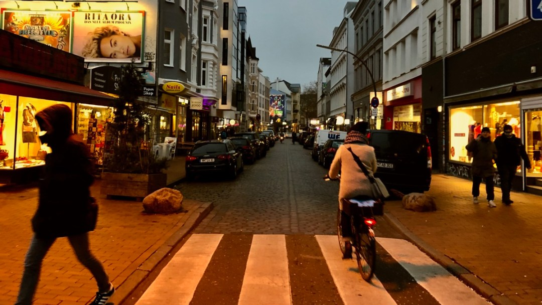 Hamburg-Altona: Bahrenfelder Strasse