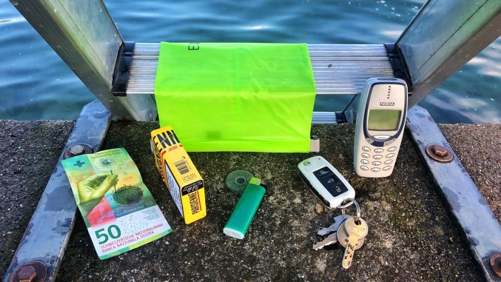 Wasserdichter Beutel für Wertsachen beim Schwimmen im Test
