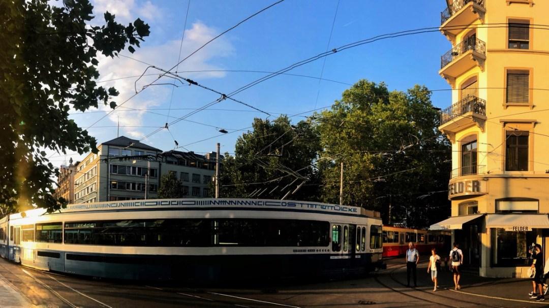 Coole Stadtrundfahrt: Per Tram auf szenischer Route in Zürich