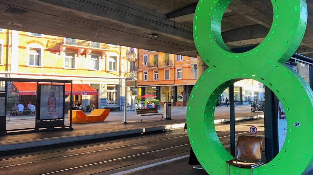 Städte erkunden per Tram und Bus. Auf City-Tour im echten Leben.