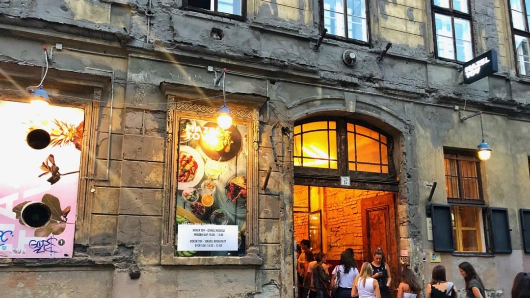 Restaurant Mazel Tov in Elisabethstadt in Budapest: Ein Höhepunkt im Jahresrückblick 2019 auf dem Reiseblog derinternaut.ch