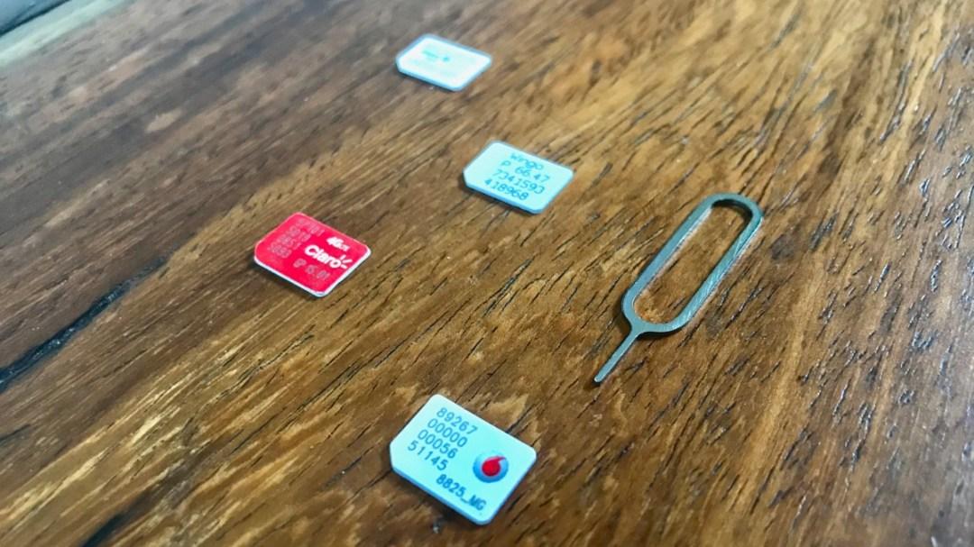 Travel Tricks für Weltenbummler von der digitalen Nomadin Anina Torrado: Lokale SIM-Karten ins Smartphone einsetzen und so Roaming-Kosten sparen