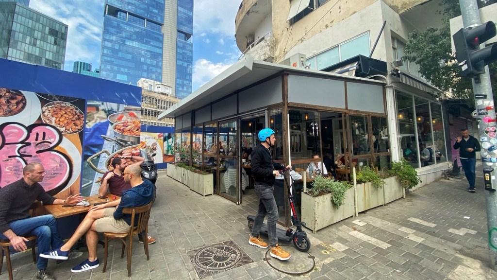 Restaurant Azura, gute Adresse für super Hummus in Tel Aviv, Hahashmal Quartier