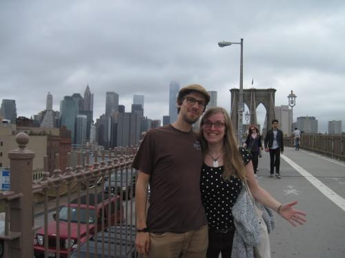 Posing auf der Brooklyn Bridge I