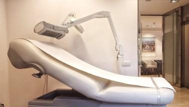 Dermatólogo Barcelona. Equipo para la aplicación de terapia fotodinámica