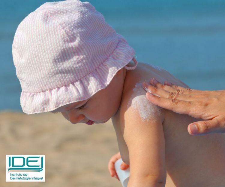 No exponga al sol a niños menores de tres años