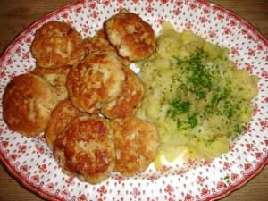 Fischpflanzerl mit Kartoffelsalat