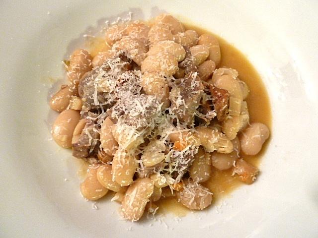 Lammbohneneintopf mit Chorizo, Gemüse und Parmesan
