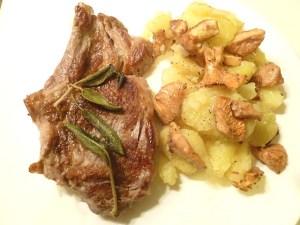Kalbskotelette mit Kartoffel-Pfifferlingsalat