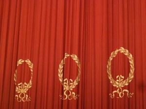 Bühnenvorhang zur Ouvertüre