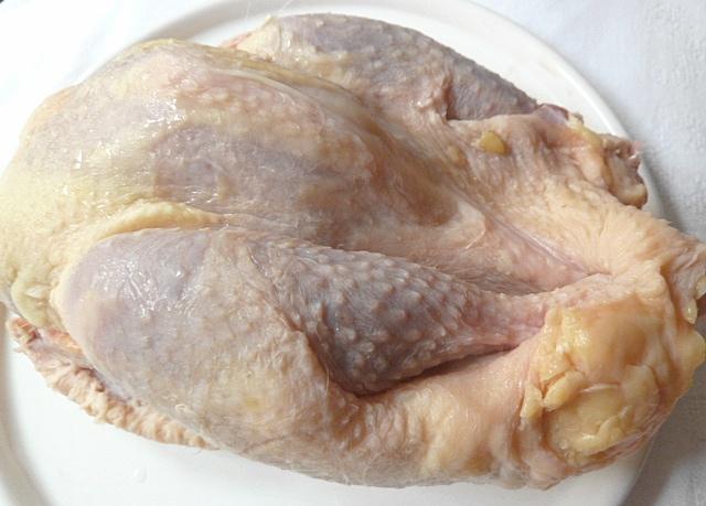 Hühnersuppe mit Nudeln und grünen Bohnen