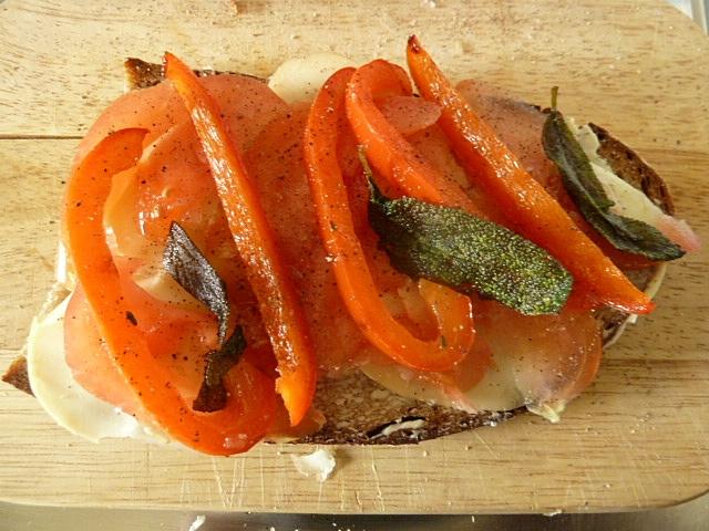 Käse-Gemüsebrot mit Salbei