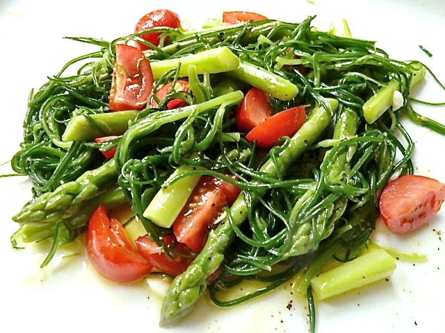 zu einem Salat anmachen