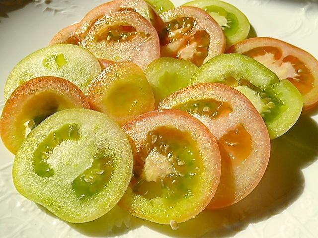 Wurstsalat mit grünen Toamten und Regensburgern