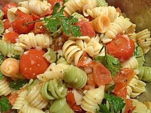 mit Tomaten und Kräutern