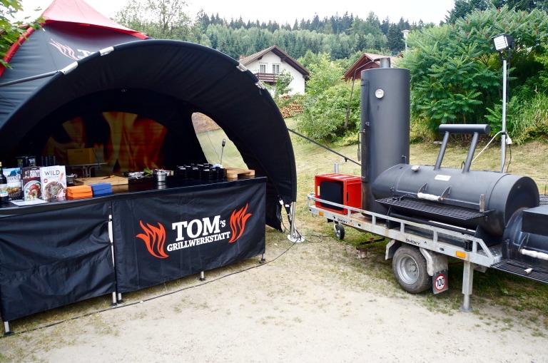 hab ich nicht mehr geschafft: Tom Heinzle Tom's Grillwerkstatt Pulled-Pork-Rolle, Lamm mit Zitronen-Rosmarin-Butter und Pfefferminz, Gegrillte Rote Bete mit Frischkäse