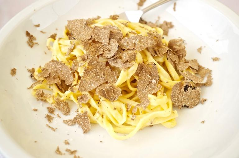 Tagliatelle, Parmesan und: Trüffel
