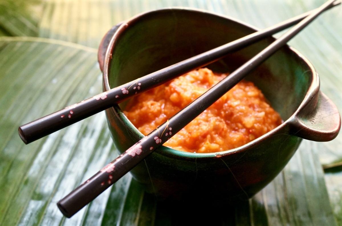 Streetfood & Sambal – Knusprige Fischbällchen mit Sambal Tomat
