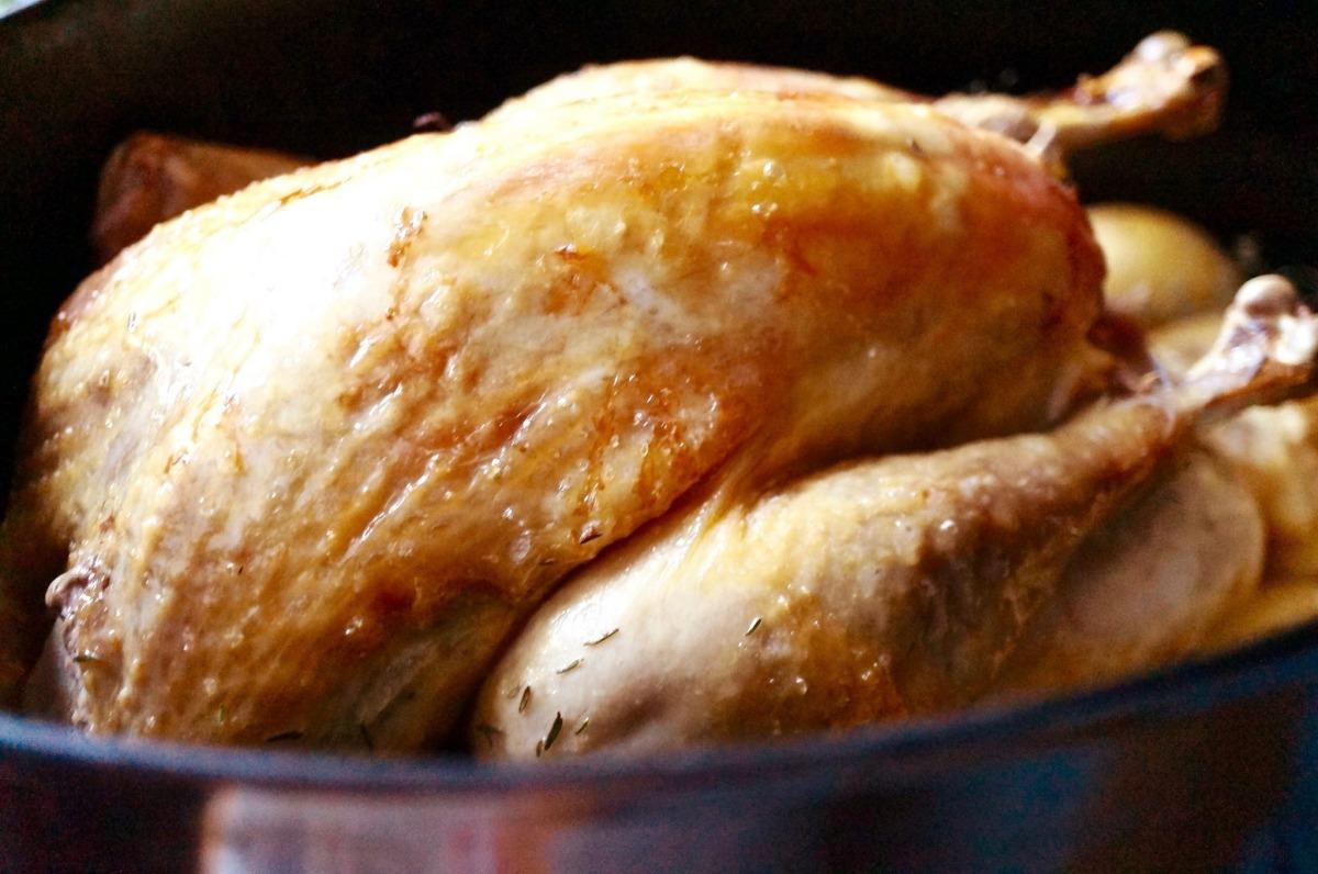 Perlhuhn mit Thymian und Ofenkartoffeln