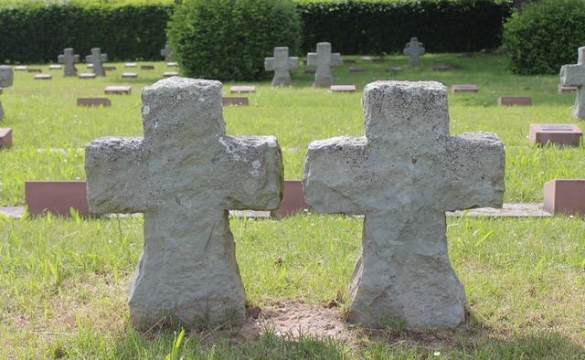 Friedhof | Kreuze | Bestatterfreuden