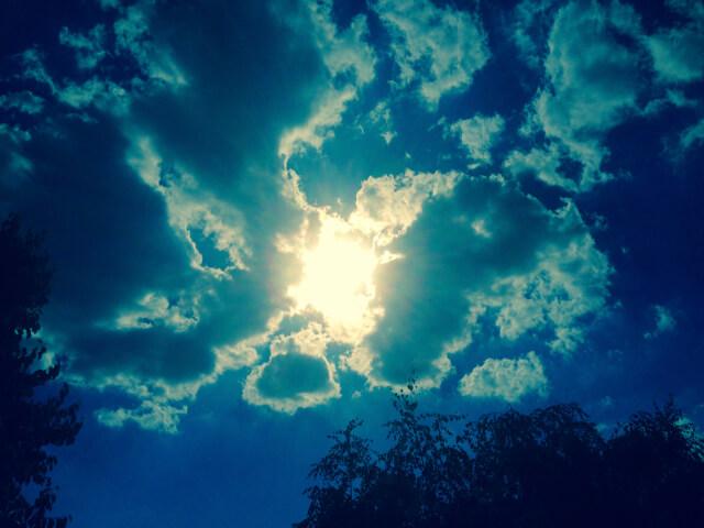 Sonne bricht durch die Wolken | Worte
