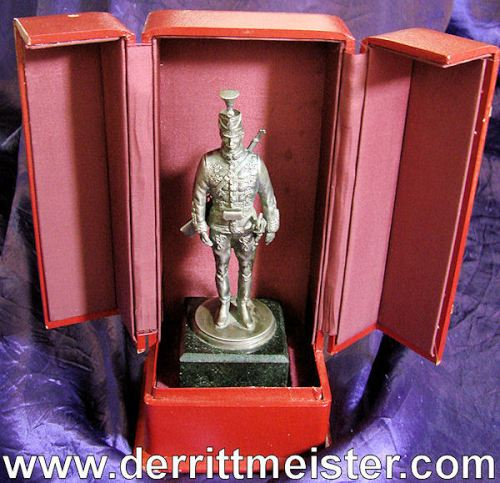 PRUSSIA - STATUE - HUSSAR - DELUXE LEATHER PRESENTATION CASE - Imperial German Military Antiques Sale