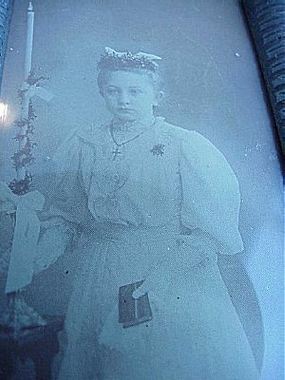GERMANY - FRAMED PHOTOGRAPH OF A YOUNG GIRL - Imperial German Military Antiques Sale