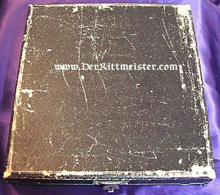 KPM 150TH ANNIVERSARY PLATE - FEATURING KÖNIG FRIEDRICH DER GROßE - ORIGINAL PRESENTATION BOX - Imperial German Military Antiques Sale