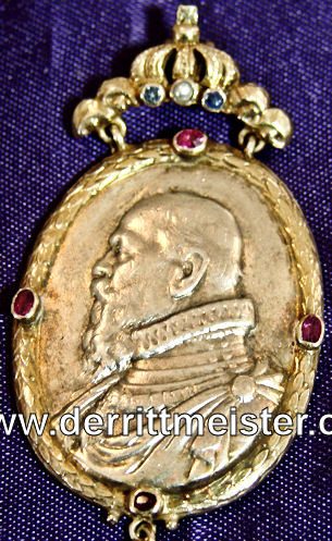 BAVARIA - PRESENTATION MEDALLION/PENDANT COMMEMORATING PRINZREGENT LUITPOLD von BAYER - SILVER/GOLD OVAL N'S LIFE - Imperial German Military Antiques Sale