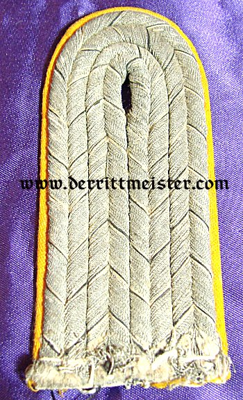 PRUSSIA - SHOULDER BOARDS - LEUTNANT - ARTILLERIE-REGIMENT OR DRAGONER-REGIMENT - Imperial German Military Antiques Sale