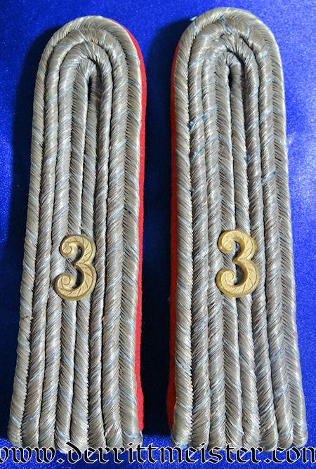 BAVARIA - SHOULDER BOARDS AND EPAULETTES - LEUTNANT - INFANTERIE-REGIMENT Nr 3 OR FELDARTILLERIE REGIMENT Nr 3 - ORIGINAL STORAGE BOX - Imperial German Military Antiques Sale