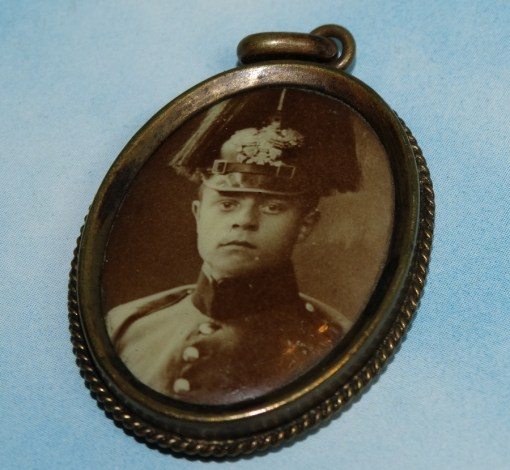PATRIOTIC PHOTO PENDANT - BADEN - SOLDIER WITH PICKELHAUBE IN DRESS CONFIGURATION - Imperial German Military Antiques Sale
