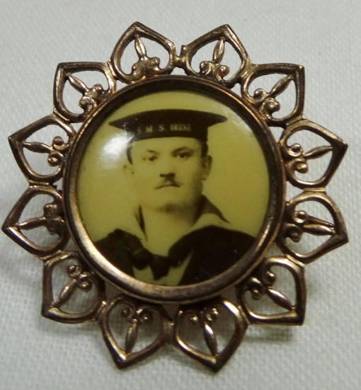 PATRIOTIC PHOTO PIN - ENLISTED SAILOR - Imperial German Military Antiques Sale