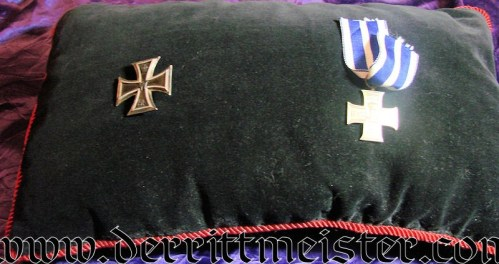 ORDENKISSEN - Imperial German Military Antiques Sale