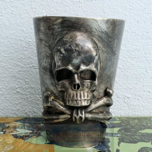 BRAUNSCHWEIG - GOBLET - INFANTERIE-REGIMENT NR 92 OR HUSAREN-REGIMENT 17 - 10CM TALL