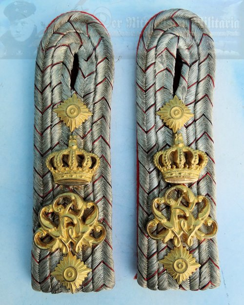 WÜRTTEMBERG - SHOULDER BOARDS - HAUPTMANN - INFANTERIE-REGIMENT NR 120