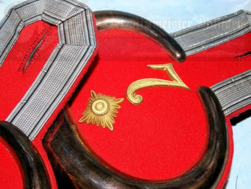 PRUSSIA - EPAULETS - OBERLEUTNANT - DRAGONER-REGIMENT NR 7 - IN THE ORIGINAL STORAGE CARTON - Imperial German Military Antiques Sale