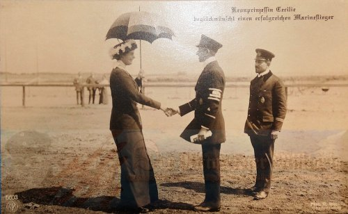 GERMANY - POSTCARD - KRONPRINZESSIN CECILIE WITH TWO NAVAL AVIATION OFFICERS