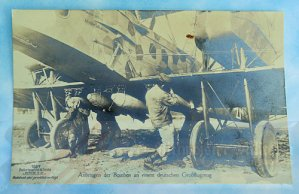 GERMANY - SANKE CARD - GERMAN BOMBER BEING LOADED WITH BOMBS - NR 1057