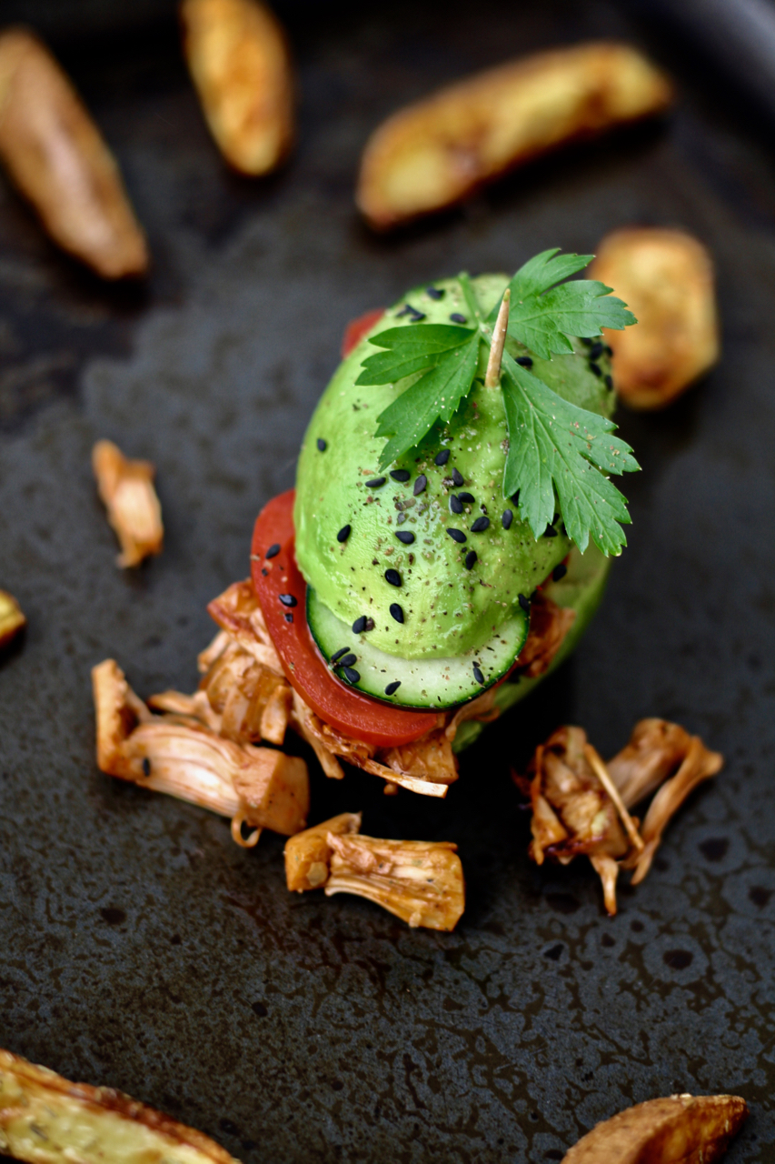 Avocado-Burger mit Jackfruit