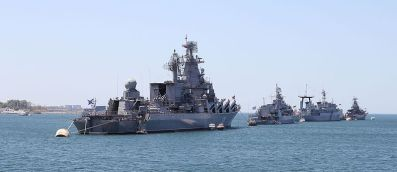 navy_in_sevastopol_bay_2012_g02