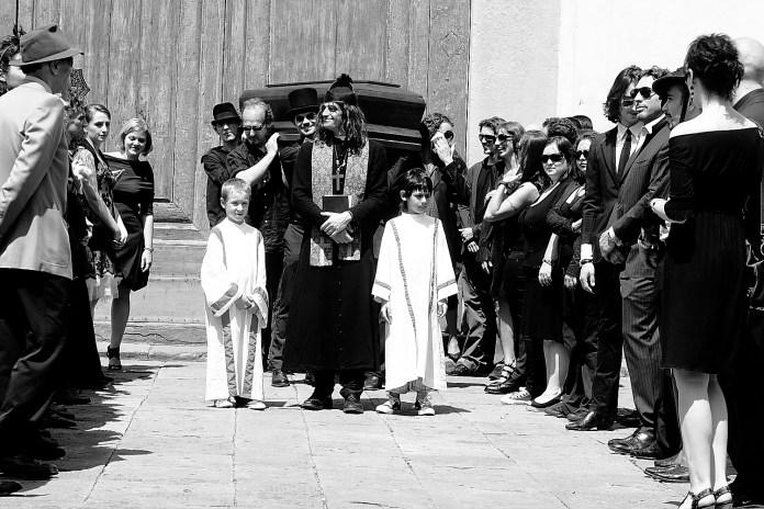 L'ultima zingarata - un funeralone da fargli pigliare un colpo!, è un cortometraggio del 2010 ideato e diretto da Federico Micali e Yuri Parrettini. Un caldo omaggio ad Amici Miei e i cinque zingari.