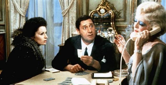 Lo Scopone Scientifico è un film del 1972 diretto da Luigi Comencini. Uno dei padri della commedia all'italiana. Con Alberto Sordi, Silvana Mangano e Bette Davis.