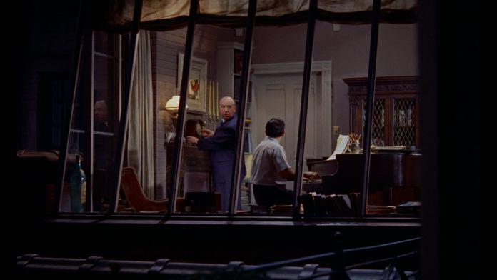 Dieci camei di Alfred Hitchcock. La finestra sul cortile (Rear Window).