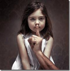 L'enfant a peur : on menace de faire du mal à quelqu'un qu'il aime s'il parle.