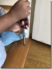 éviter de procrastiner et mettre en place l'activité de Vie Pratique Montessori : visser / dévisser