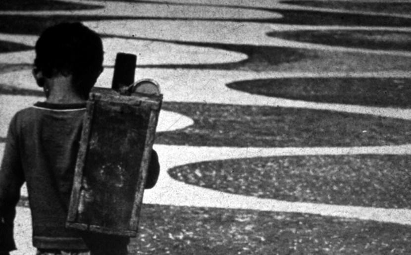 """Engraxate no calÁad""""o de Copacabana, Rio de Janeiro."""