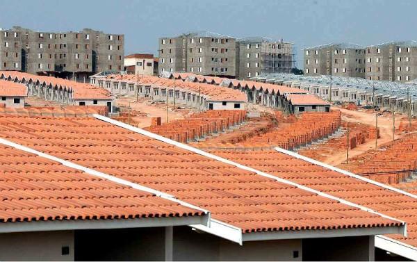 Recursos do FGTS, administrados pela Caixa, financiam programas de habitação