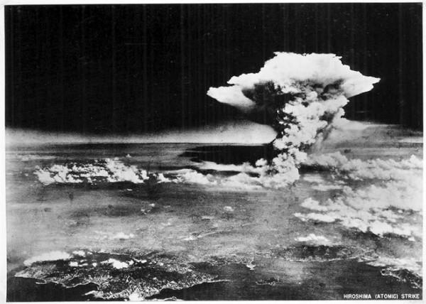Momento da explosão da bomba em Hiroshima