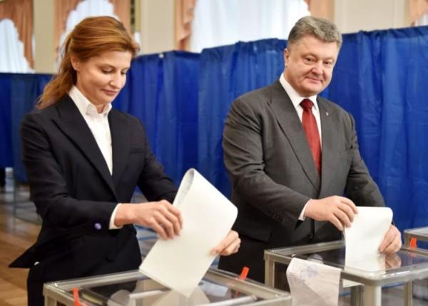 Ucrânia vota nas eleições locais, mas o Governo treme